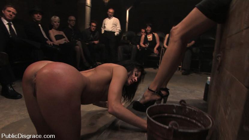 femme nue en public maitresse elsa